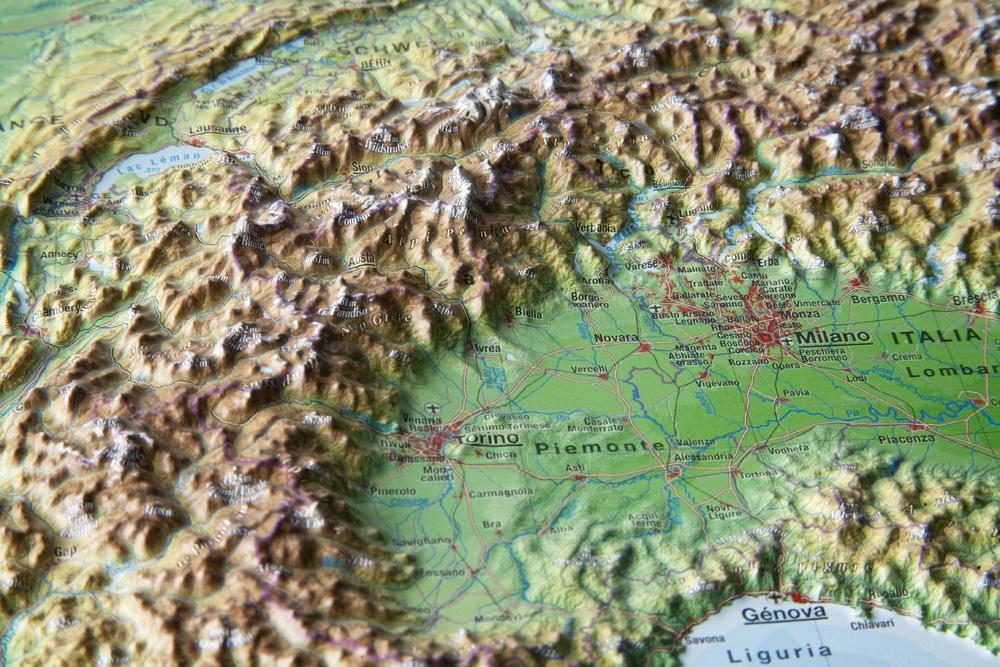 Auf einer 3D-Reliefkarte wird der Höhenunterschied in der Landschaft wirklich sicht- und fühlbar